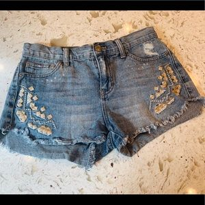 Free People denim embroidered shorts size 26